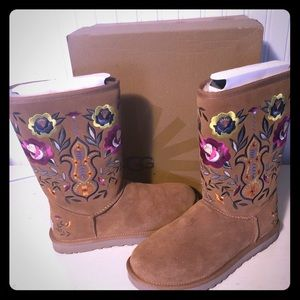 Juliette Embroidered UGG boots size 8